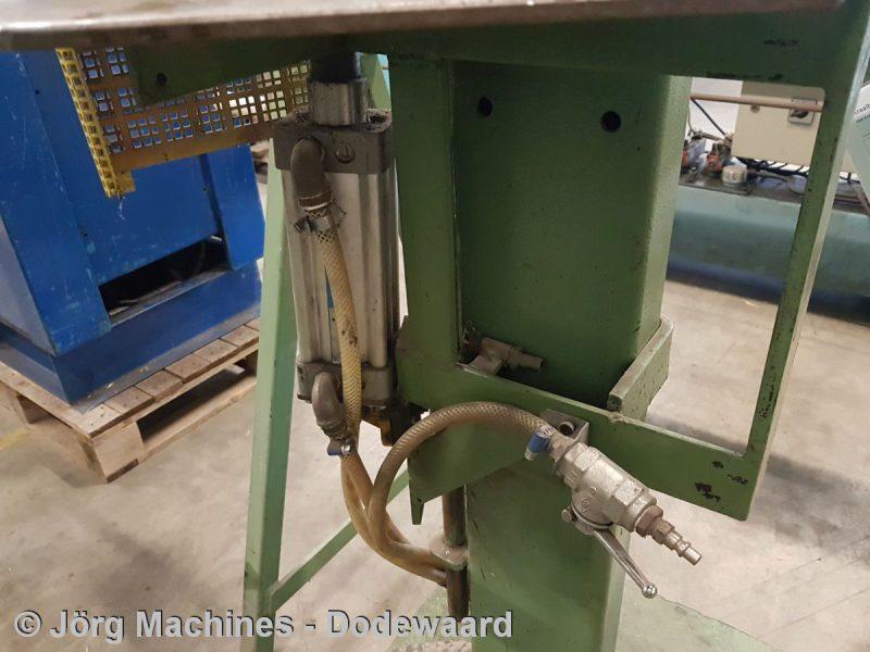 M1180 - Uithoeker pneumatisch voor losanges - 20200611_091147-LR